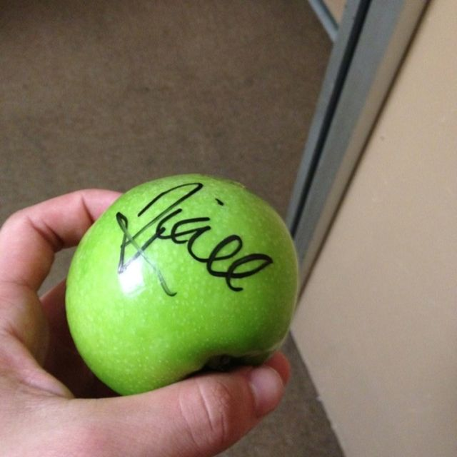 Niall's autograph on Josh's apple haha... sometimes I truly wonder what goes through these boys' minds.