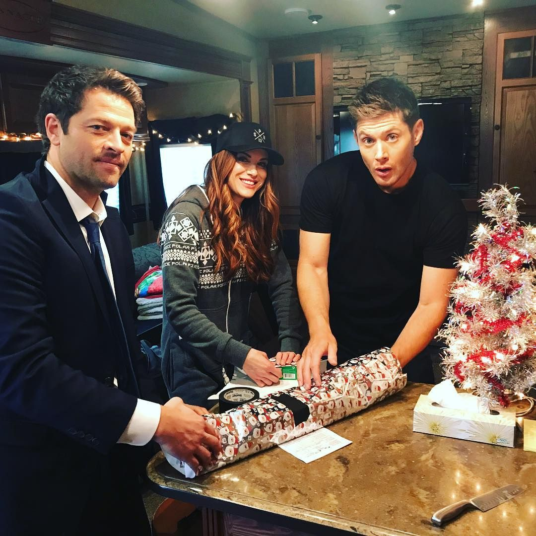 Misha, Danneel, & Jensen Wrapping Presents (with Gaffer's