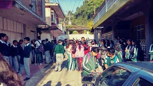 "No le interesa a SEV el atraso de estudiantes de la ""General 20 de Noviembre"" en Zongolica. - http://www.esnoticiaveracruz.com/no-le-interesa-a-sev-el-atraso-de-estudiantes-de-la-general-20-de-noviembre-en-zongolica/"