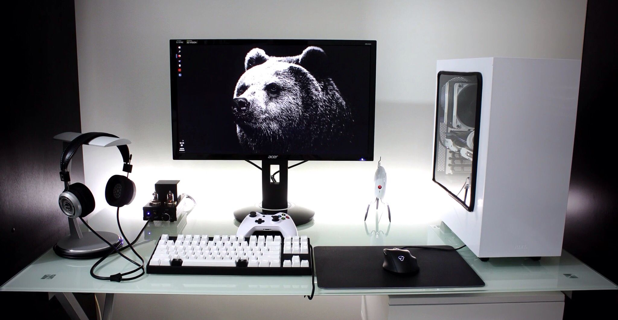 Deco Chambre Gamer White And Black Simplistic Single Monitor Setup Setup