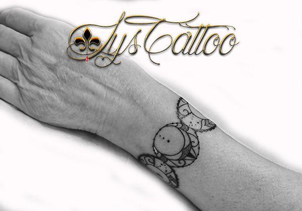 tatouage bracelet triple lune gaia maternité par lys tattoo à