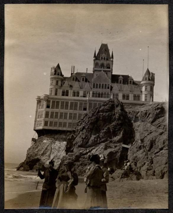 THE CLIFF HOUSE – La Mansión del Acantilado.