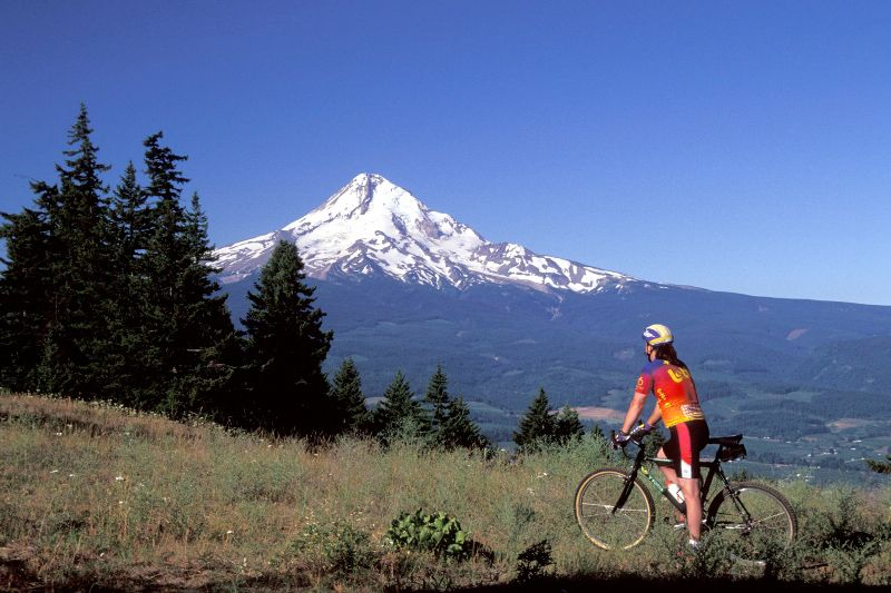 Biking in the Hood River Valley, Photo Credit: Hood River Chamber
