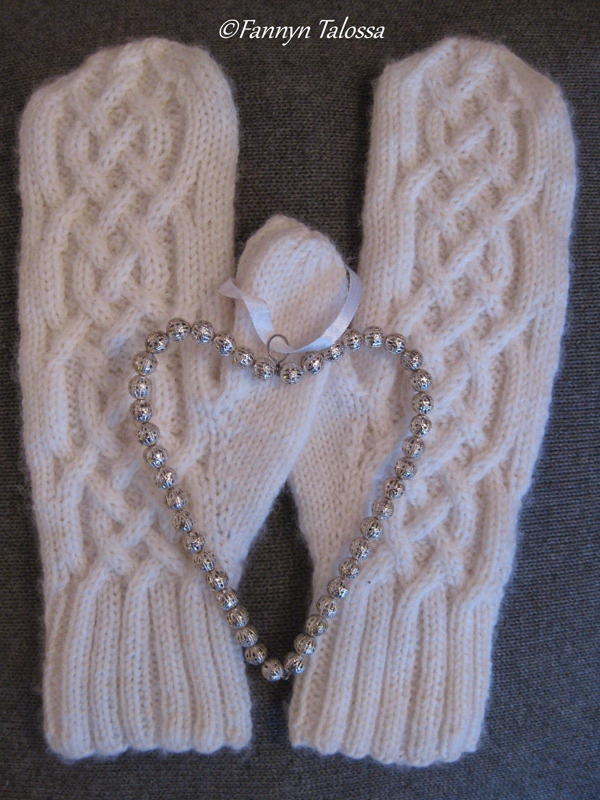 Karisma-mittens made for my mother-in-law as a christmas present