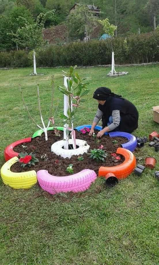 Pin de norma trevi o en jardin campamento jardines for Ideas para decorar el jardin con llantas