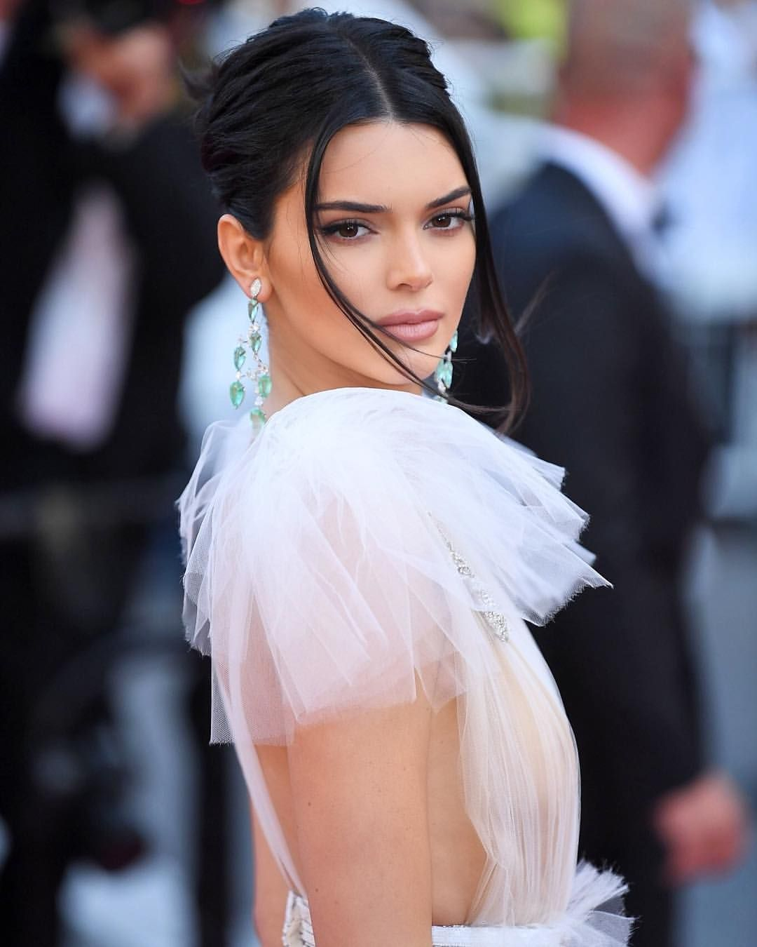 Kendall Jenner Cannes 2018 Red Carpet Hair By Jen Atkin Kendall Jenner Hair Jen Atkin Hair Kendall Jenner Outfits
