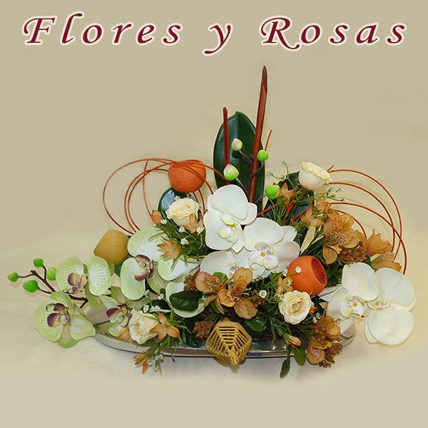 Elegante centro fantasía en tonos fucsia Flores y Rosas a