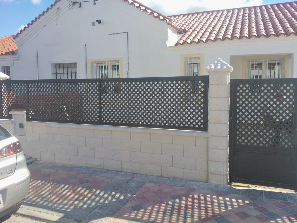 Reforma valla exterior chalet vallado pinterest for Puertas chalet exterior