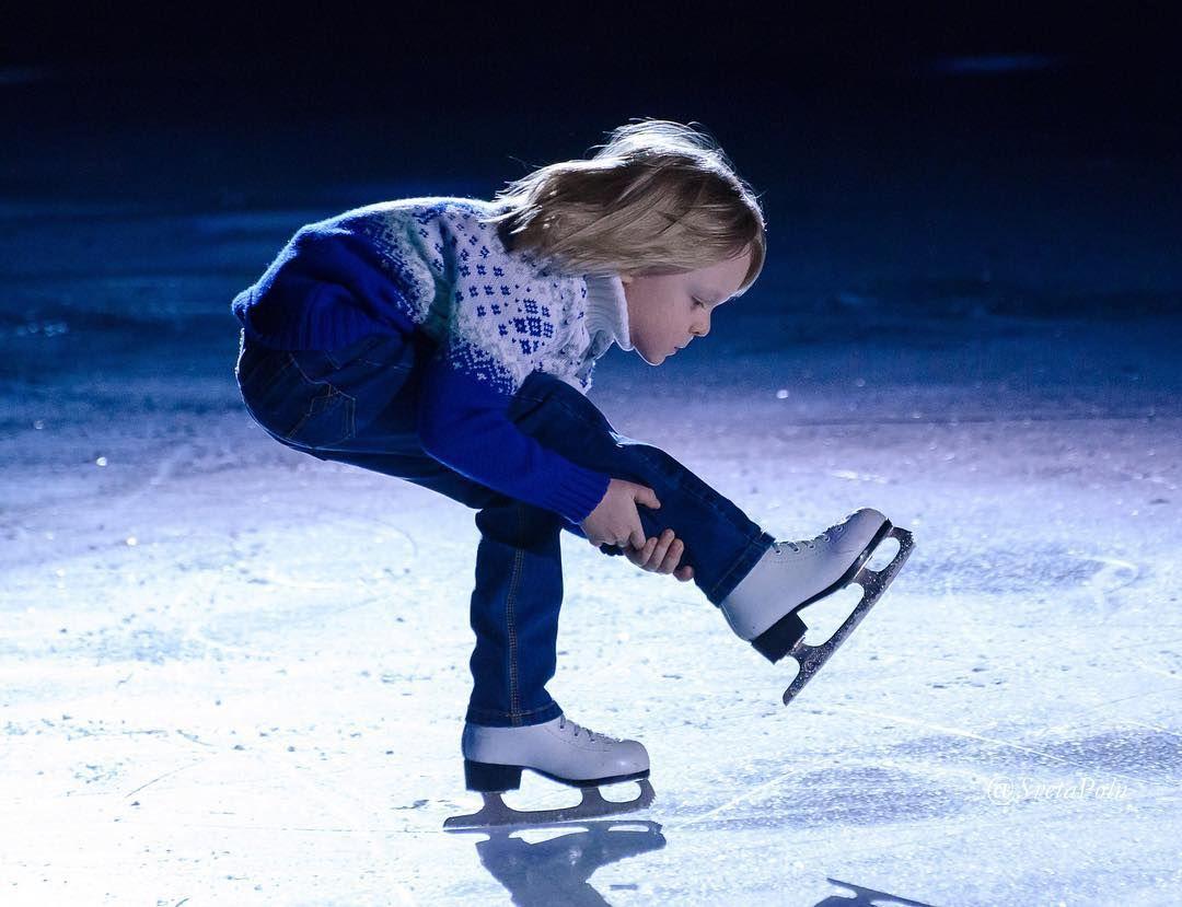 такого картинка на коньках учимся старая сеновозка