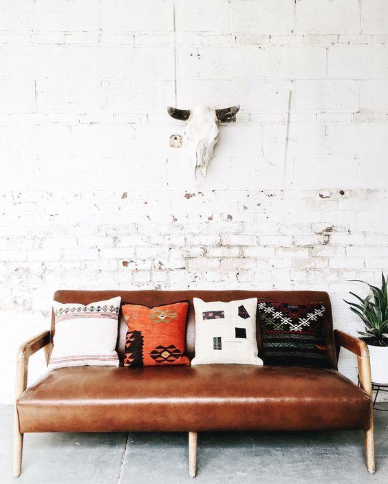 Cognac Leren Bank.De Cognac Leren Bank Beach House Kilim Pillows Home Decor