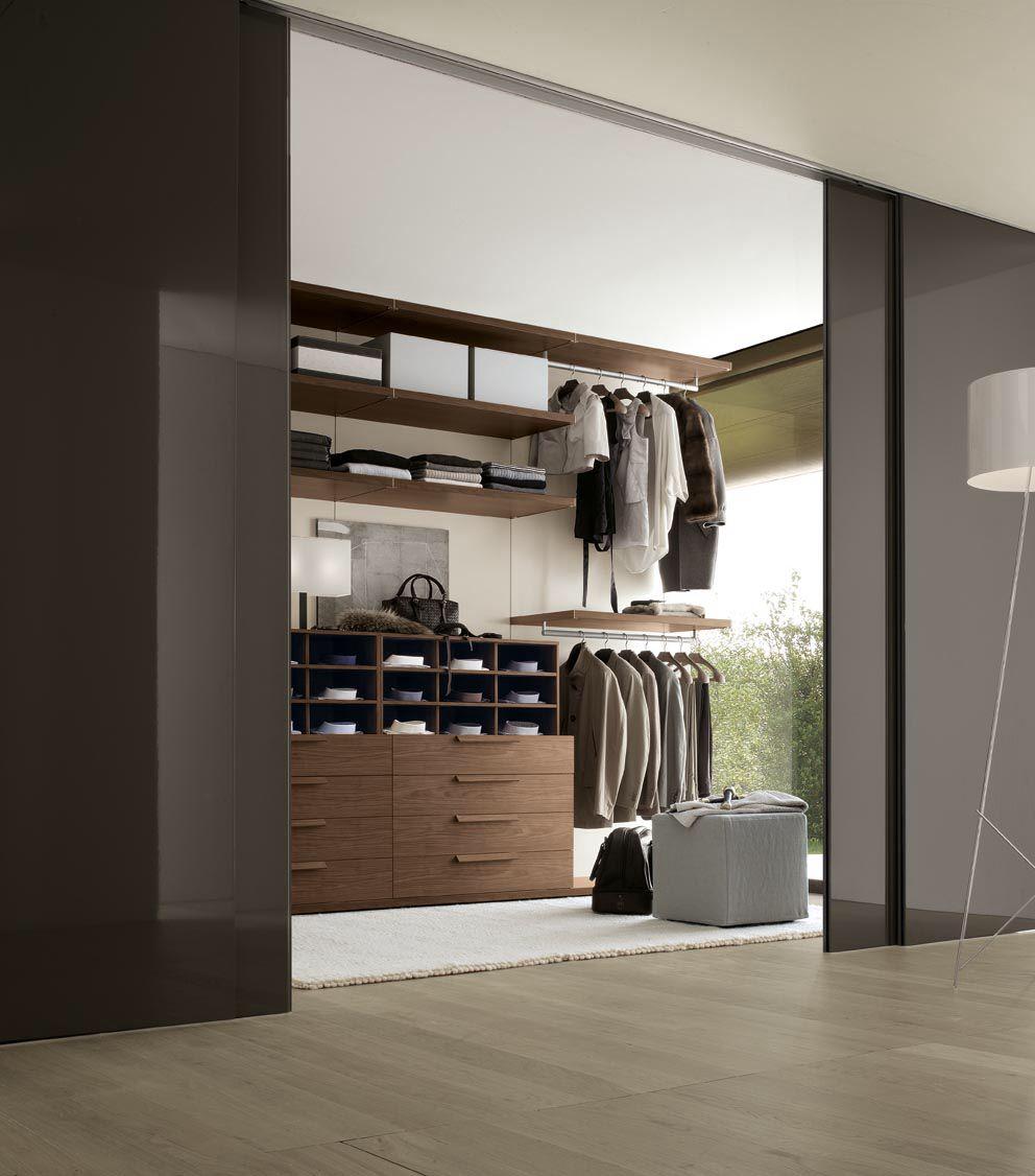 Loft bedroom with walk in wardrobe  Pin by Charlotte en Maurits Vermeulen on walk in closet  Pinterest
