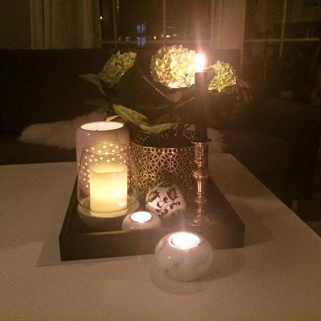 Kveldstemning  #blomster #homestyle #homedesign #homedecor #stue #livingroom #mylivingroom #interør #interior #interiors #interio4all #interior4all #interior123 #bolig #bolig123 #hjem#home#home #flower#hortensia#candles #candlelight#mitthem #mitthjem#flowers