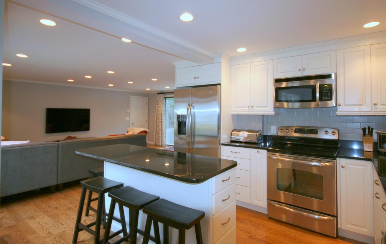 Narrow kitchen island in classic black and white