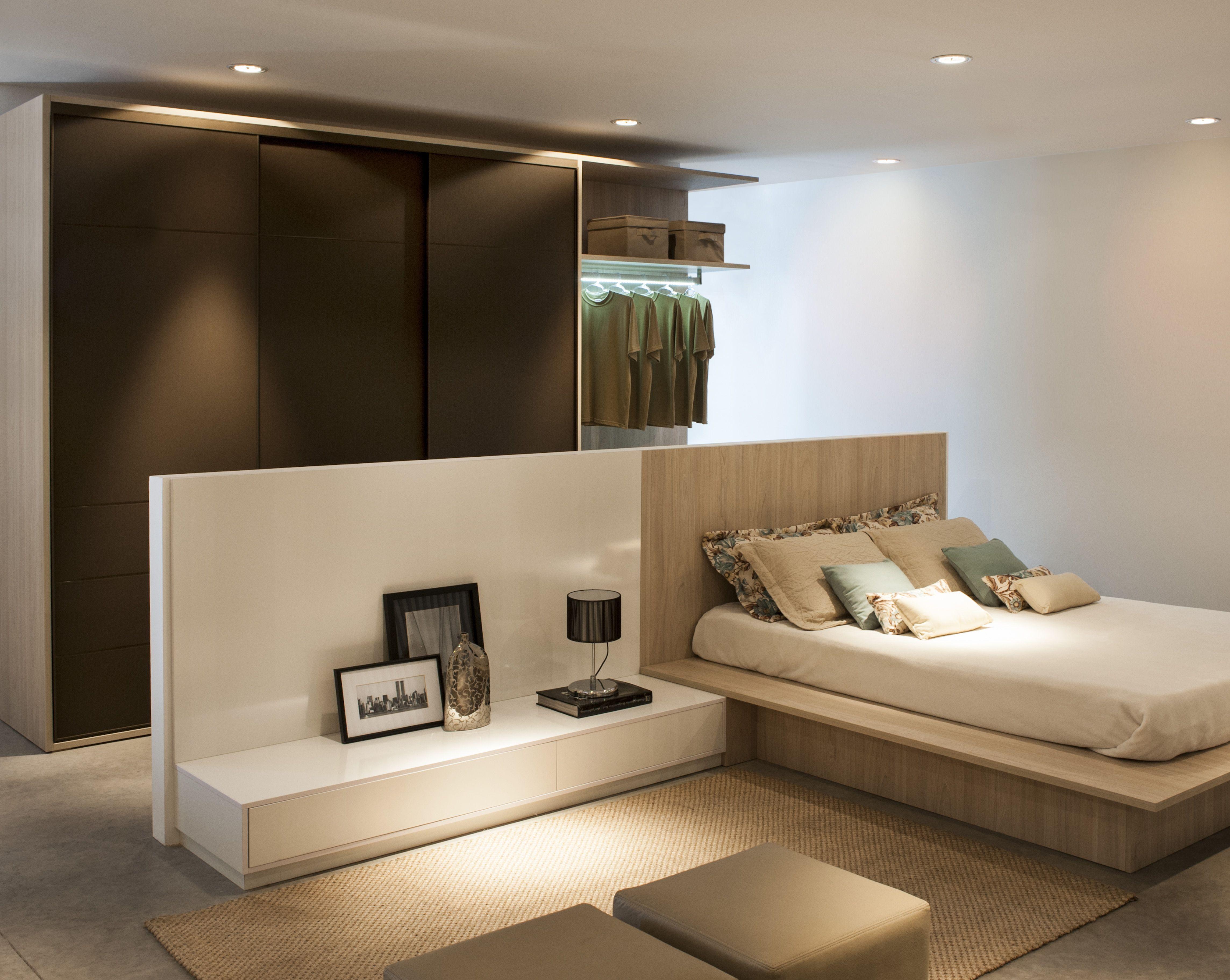 Armario Planejado ~ Quarto de Casal Planejado, com cabeceira divisória, cama japonesa, armário com iluminaç u00e3o de