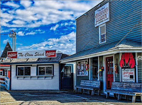 The Clam Shack Kennebunkport Maine The Clam Shack By The Bridge That Crosses The Kennebunk River Has Both A Takeout Men Maine Road Trip Kennebunkport Maine