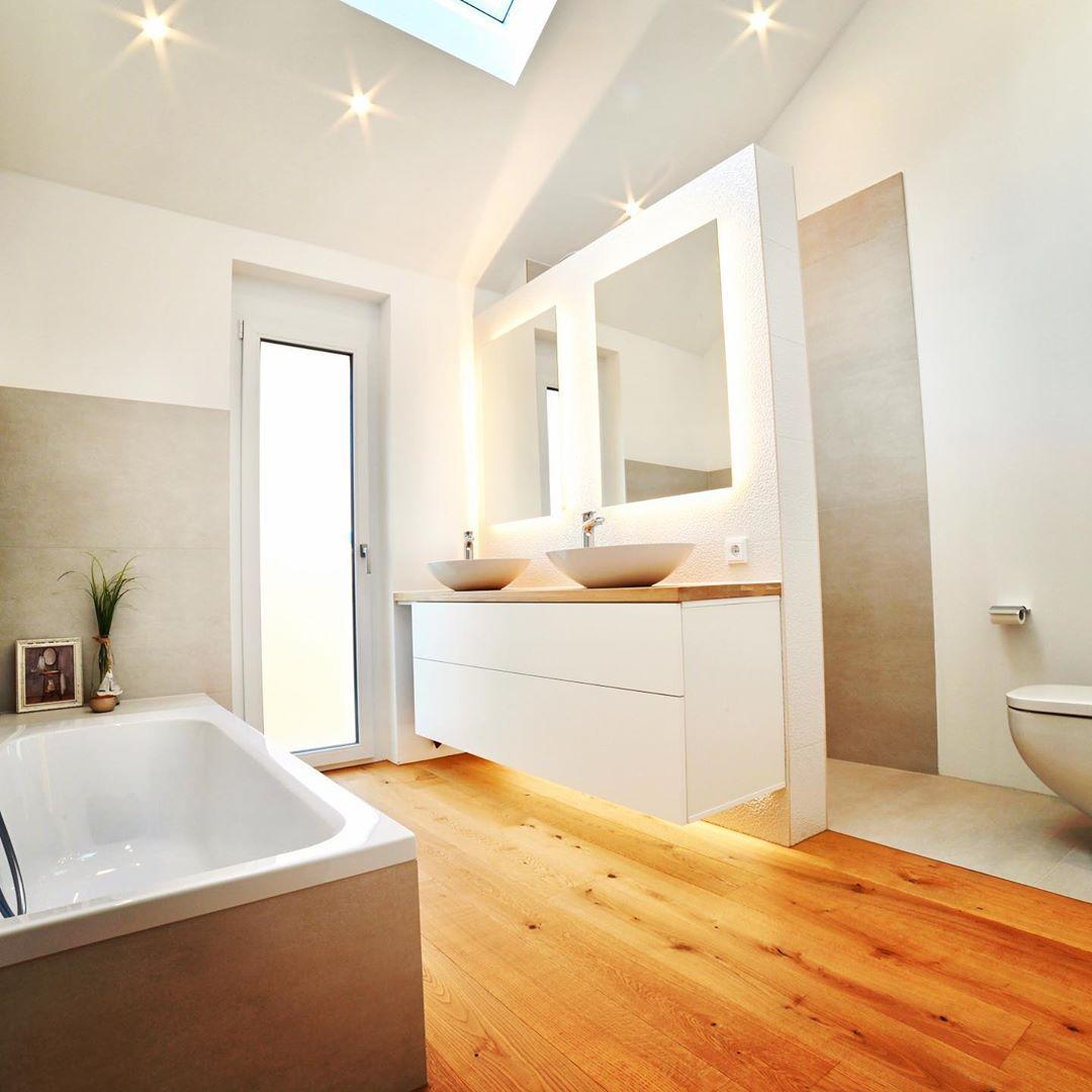 Das Badezimmer In Unserem Plusenergie Musterhaus Wir Lieben Das Cleane Design Neubau Plusenergiehaus Badezi Interior Design Interior Design