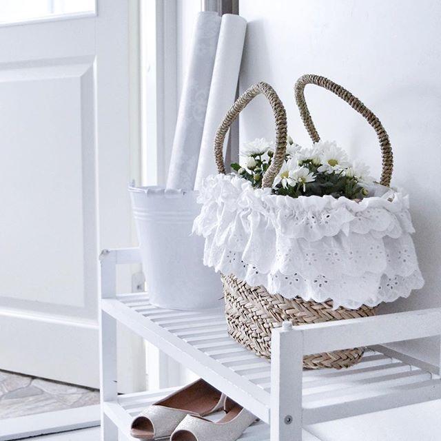 Paluu arkeen 💙 #flowers #whitehome #whiteinterior #tuesday #shabbychic #shabby_chichomes #kesäkassi #kesäkengät #arki
