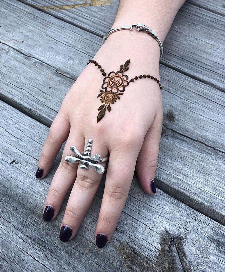 Hennafeaturestudio On Instagram Less Is More By Atlantahennastudio In 2020 Mehndi Designs For Hands Simple Henna Tattoo Mehndi Designs For Fingers