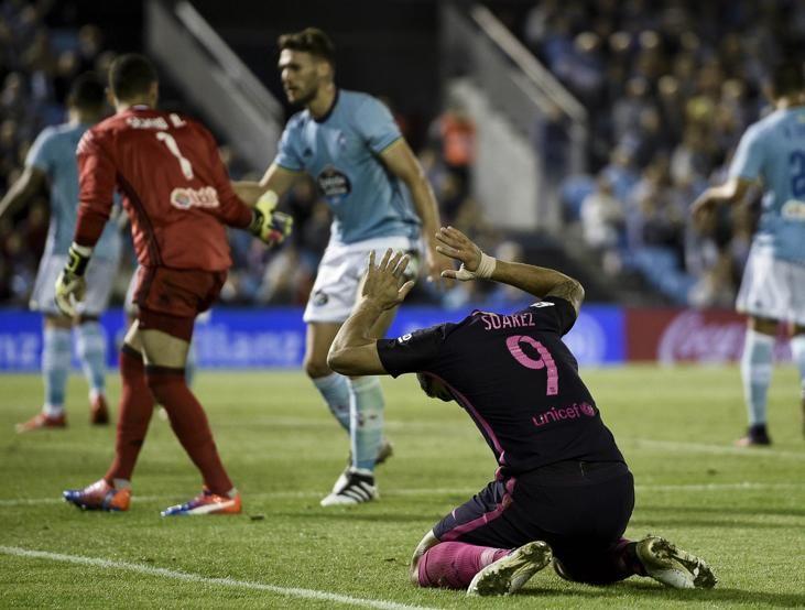 Luis Suárez se desespera tras fallar.