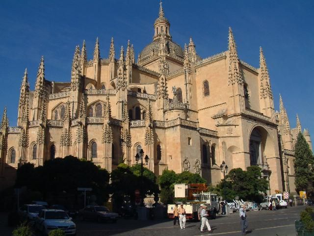visit one of the biggest catholic churches in spain ,Segovia Cathedral