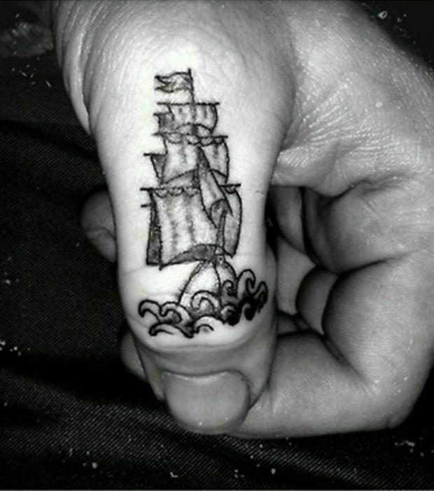 Top Mini tattoo marin sur le doigt: un navire | Tattoo marin, Les  YT54