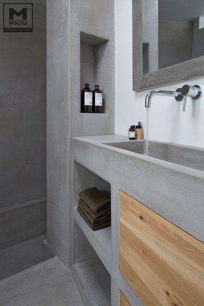 Door ons gemaakte betonlook badkamer met betonstuc en hout. www ...