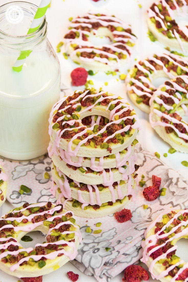 Cream Cheese Cookie Rings with Pistachios and Raspberries #freezedriedraspberries Cream cheese cookie rings are made with soft cream cheese and decorated with chunks of pistachios and freeze-dried raspberries. Cream cheese creates an incredibly soft and mellow texture, and a hint of lemon zest highlights the mild taste of the cheese. These elegant cookies have a subtle vanilla aroma that pairs wonderfully with pistachios and raspberries. #creamcheese #cookie #biscuit #bakingrecipe #foodgift | co #freezedriedraspberries