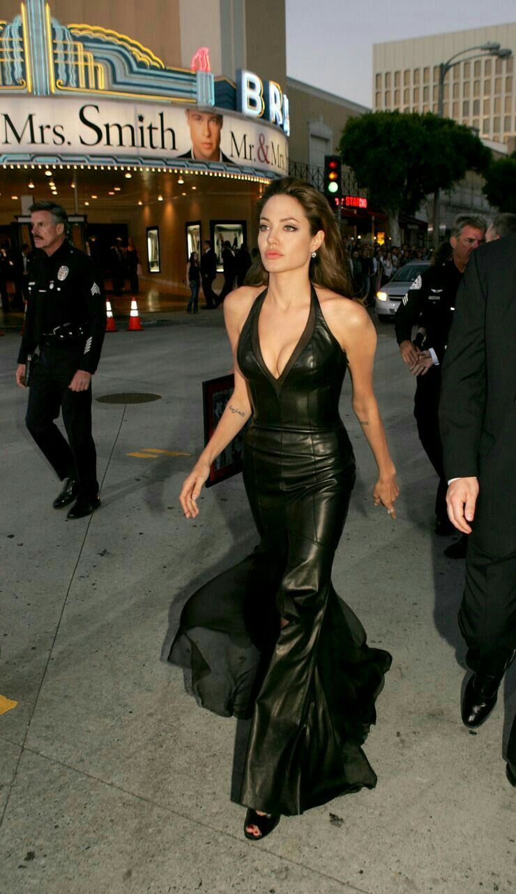 Angelina Jolie Mr And Mrs Smith Interview Angelina Jolie Angelina Jolie Style Fashion Angelina Jolie 90s