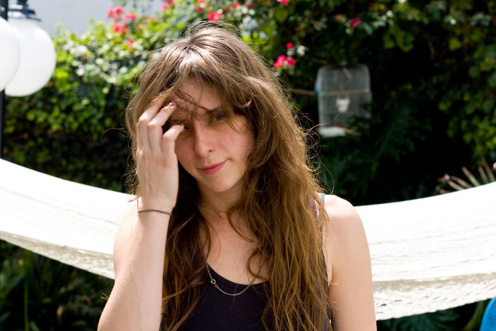Tips: Victoria Legrand, 2018s chic hair style of the cool beautiful  musician