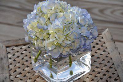 Pittsburgh Wedding Inspiration For The Modern Bride Diy Hydrangea Centerpieces Hydrangea Centerpiece Wedding Hydrangea Centerpiece Diy Hydrangea Centerpiece