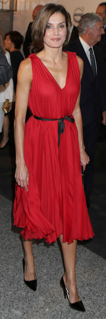 Dress:Caroline Herrera Shoes :Prada Clutch:Nina Ricci