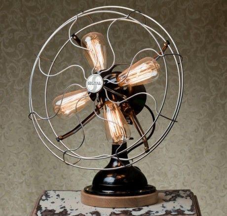 Fan-shaped table lamp