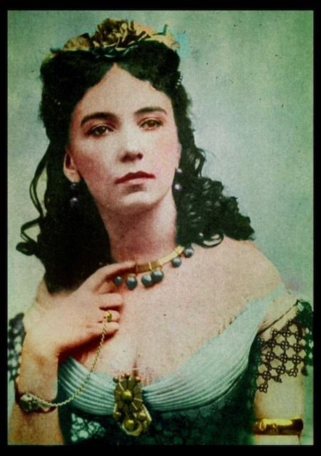 Cora Pearl: Probably the classiest gal on the list, Cora was born in England in 1835 with much less than a silver spoon in her mouth. She pulled off a French education though, and she used her good looks and social grace to claw her way to the top... even if she had to dance naked and bathe naked in champagne a few times. Whatever.