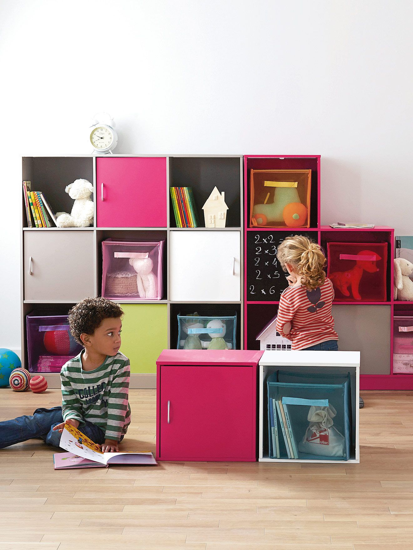 meuble de rangement enfant casiers avec porte ardoise chambre fille. Black Bedroom Furniture Sets. Home Design Ideas