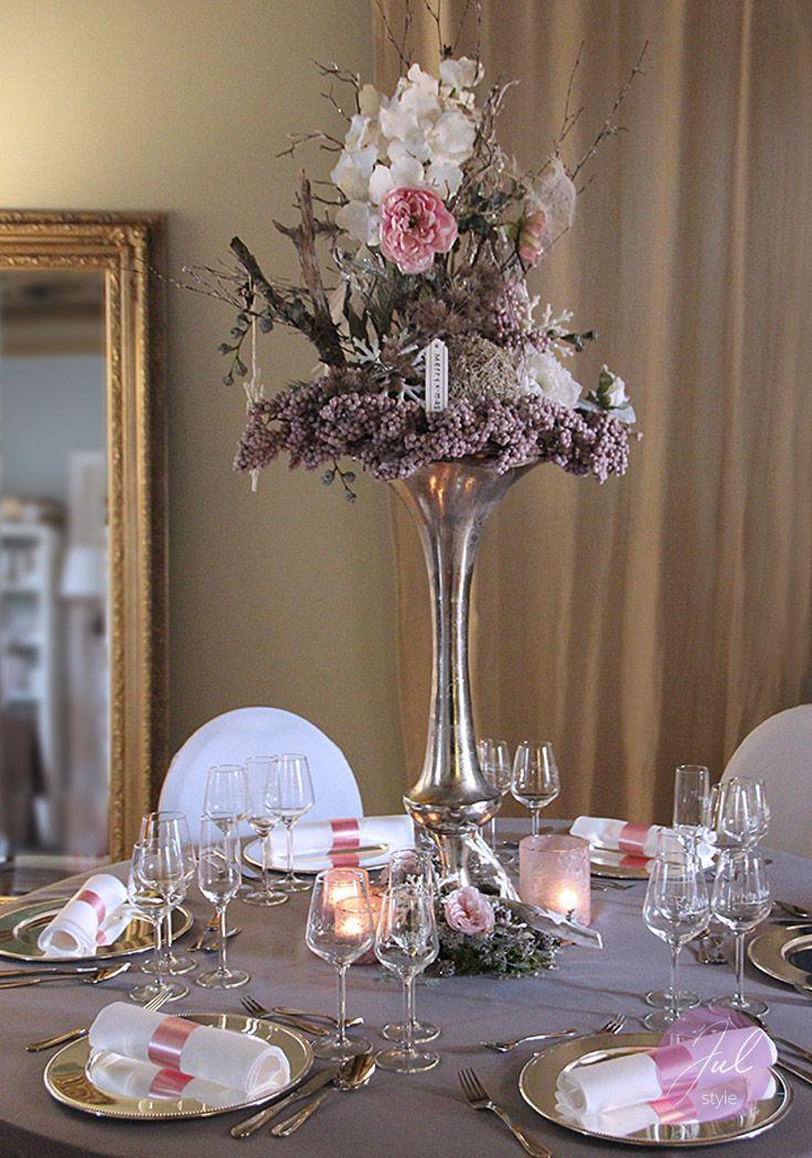 weihnachtsdekoration mit eleganter hoher vase mit weihnachtsfloristik von julstyle www. Black Bedroom Furniture Sets. Home Design Ideas