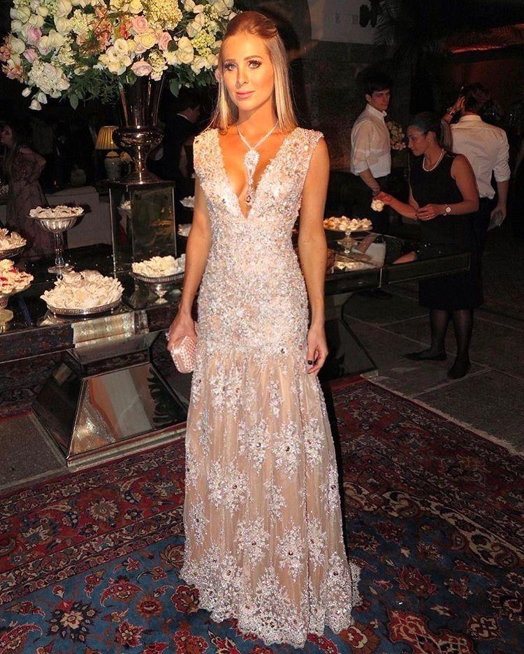 0965fe37f Vestido Agilita Brasil doado pela Head da marca Paula Aziz em apoio a uma  causa social