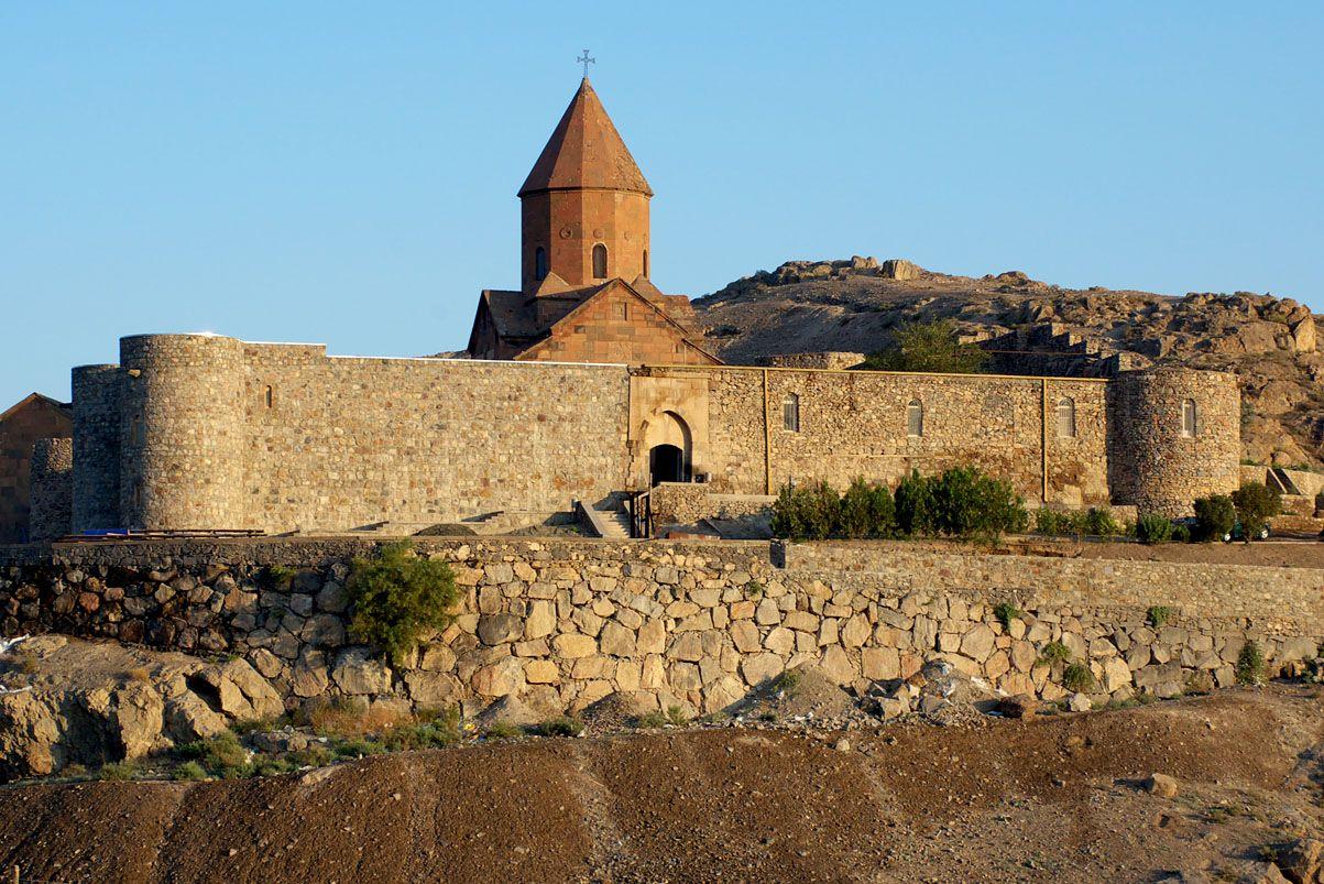 C'est surement un des lieux les plus connu et les plus beaux d'Arménie, le paysage est à couper ...