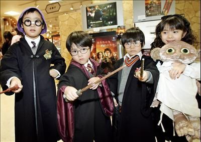 Check out these Harry Potter premier costumes! I like #2