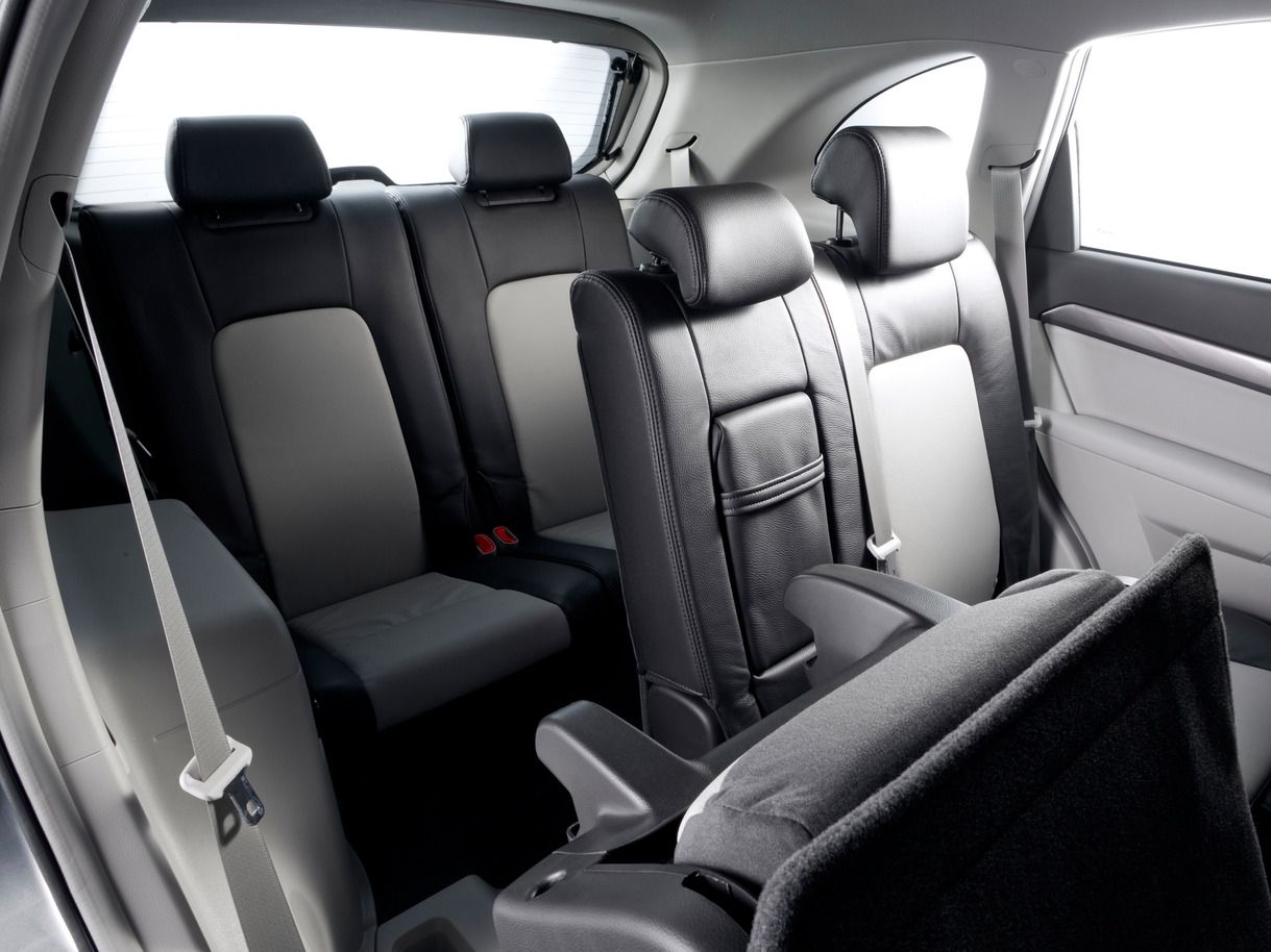 2013 chevrolet captiva 4x4 car interior rear seats wallpapers