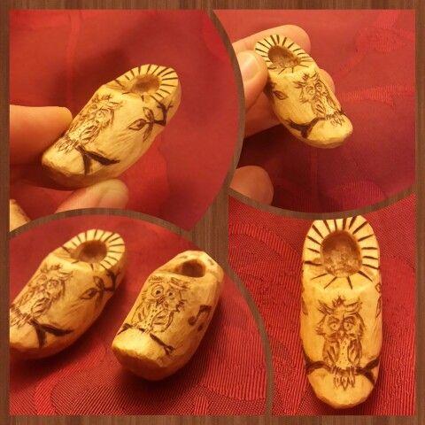 Phyrography. .. nederlandse schoenen..dutch shoes.... miserable owl... pine tree carving & Burning. ...
