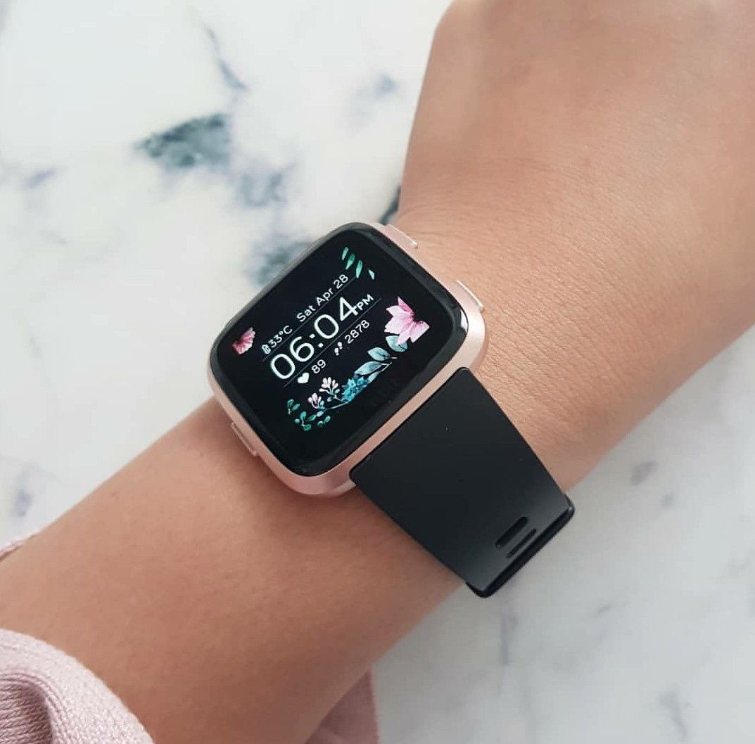 Fitbit Versa Rose Gold With Black Band Apple Watch Fashion Apple Watch Accessories Rose Gold Apple Watch