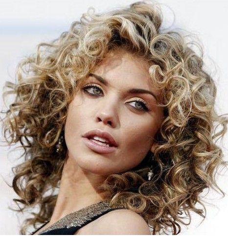 Curly Hairstyle For Round Face Shapes Curls Pinterest Face - Curly hairstyle for a round face
