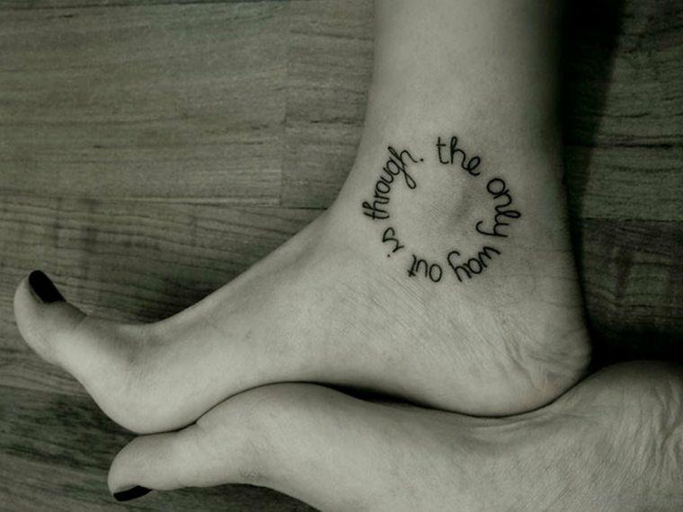 Tatuaggi caviglia di una donna 33c780e21119