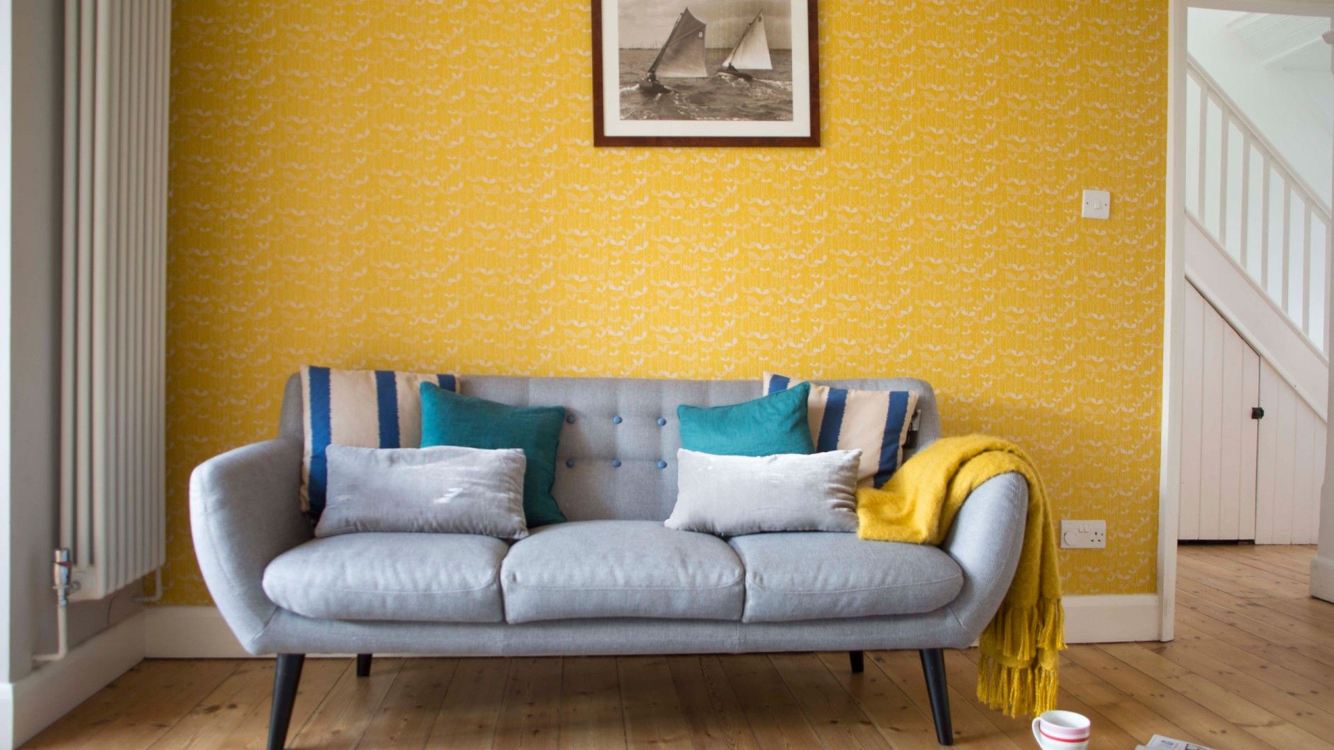 Modern mid century living room with yellow wallpaper | Linz and Mart ...
