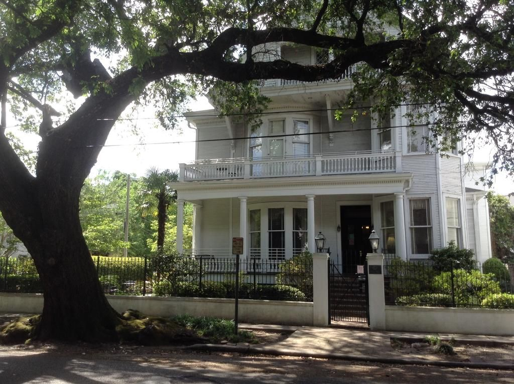 The Queen Anne 1625 Prytania Street Garden District New Orleans La 70130 1mi From The Fr Quarter It Wa New Orleans Homes New Orleans Hotels Garden District
