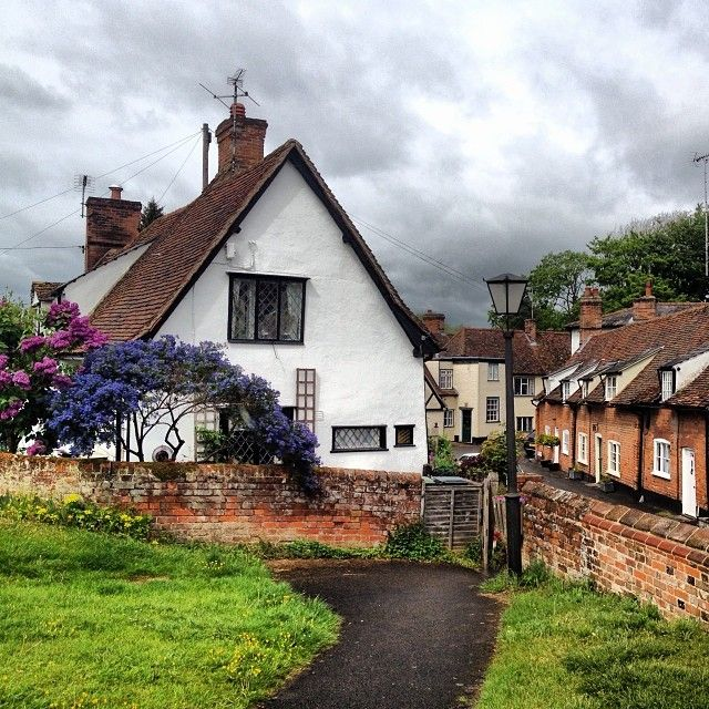 The start of our #countryside walk in #CastleHedingham! #LovelyEngland #cottages