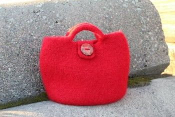 Punainen huopalaukku. Hinta 65€