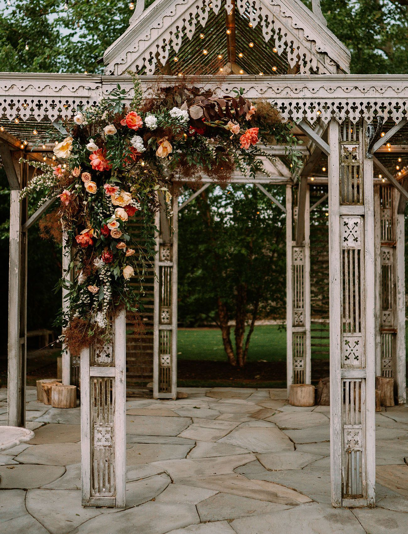 A GARDEN MICRO WEDDING WITH ONLY 30 GUESTS AND SOME OF THE
