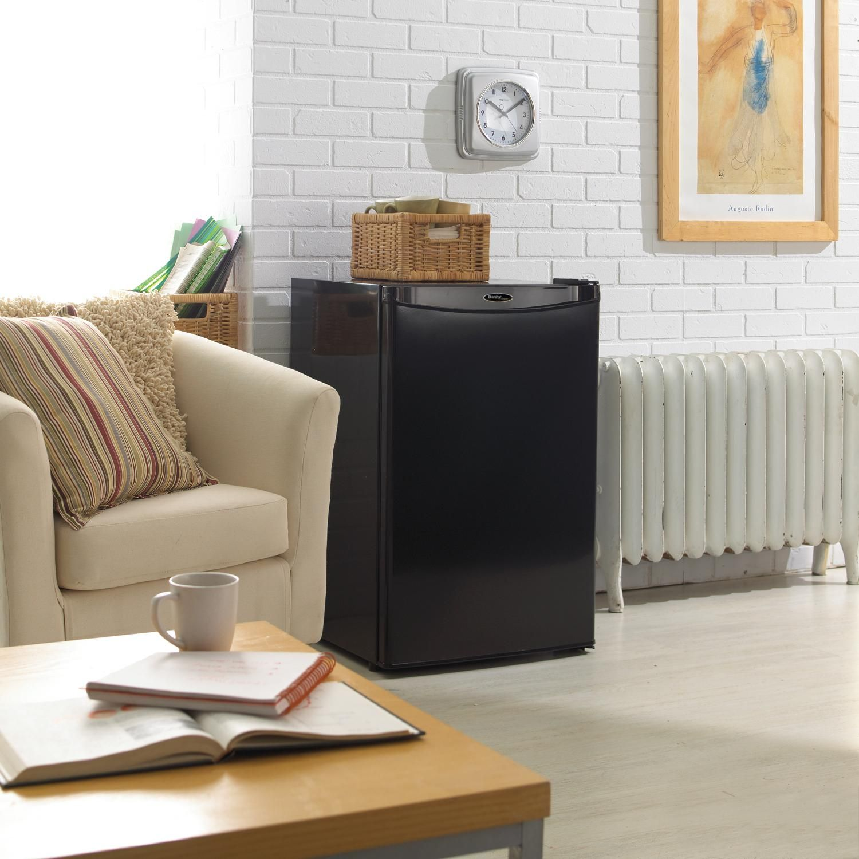Amazon.com: Danby Designer DCR044A2BDD Compact Refrigerator, 4.4-Cubic Feet, Black: Appliances