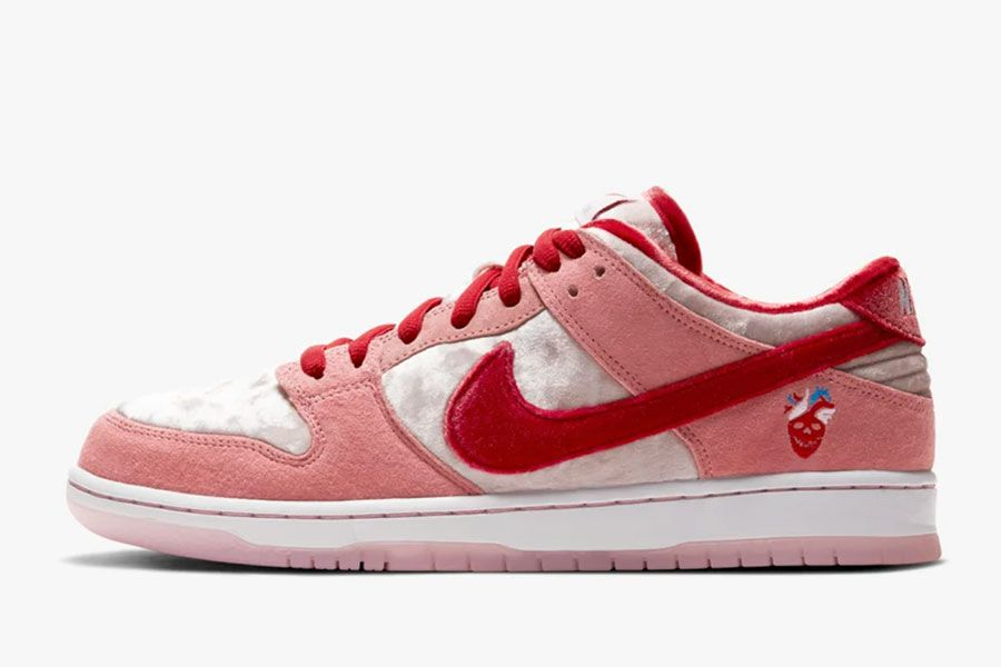 Es Tomar medicina Cartero  Sneaker News #10 - Nike Gears Up for Valentine's Day and Reebok Teams with  'Tom & Jerry'   Man of Many   Nike gear, Nike, Nike sb dunks